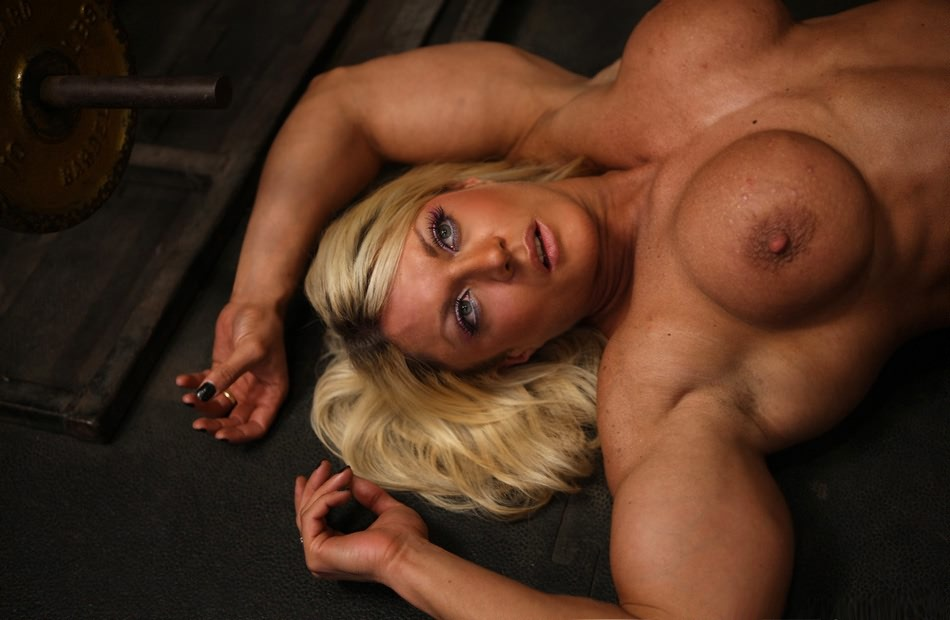 Incredible hot and sexy blonde Muscle Barbie heavy nude workout