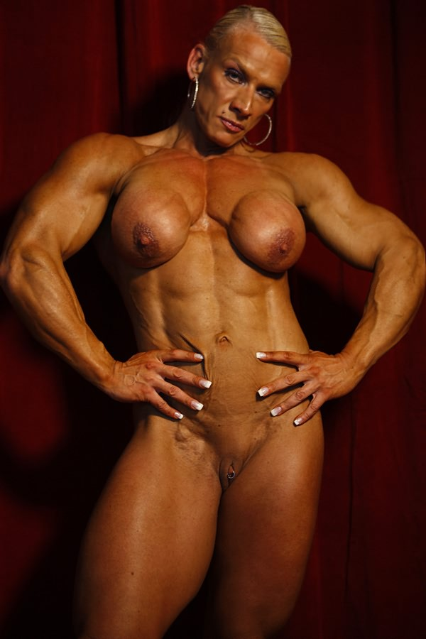 Sexy female bodybuilding mude right!