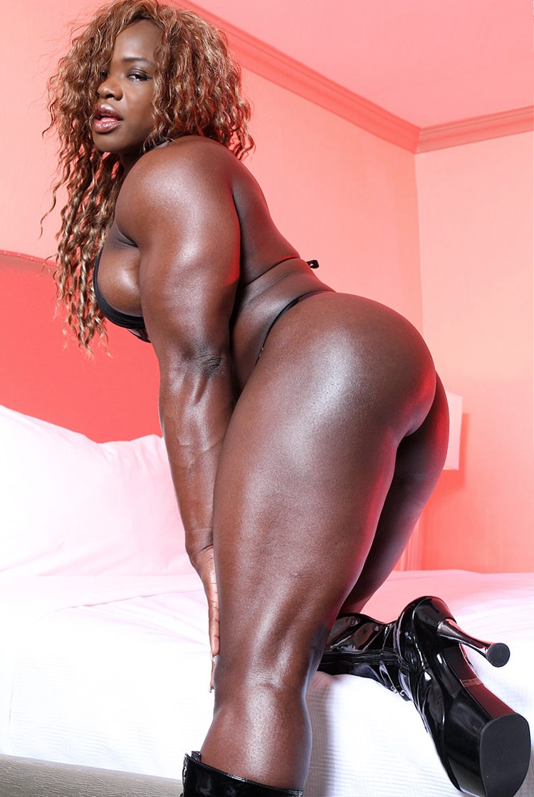 Sey Black Female Bodybuilder With Huge Muscles